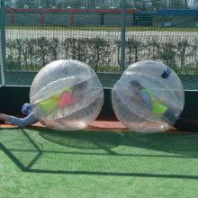 bubble voetbal spelend