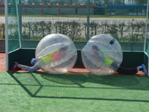 bubble voetbal spelend