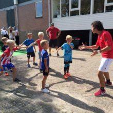 familieweekend-de kinderen genieten van onze gymleraar